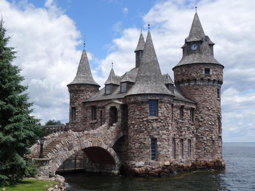 Boldt Castle I Western Sakiori